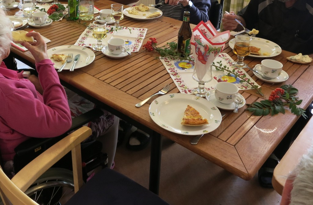 Matbord på äldreboende.