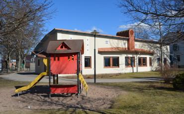 Bilden visar träningsskolan i Vara.