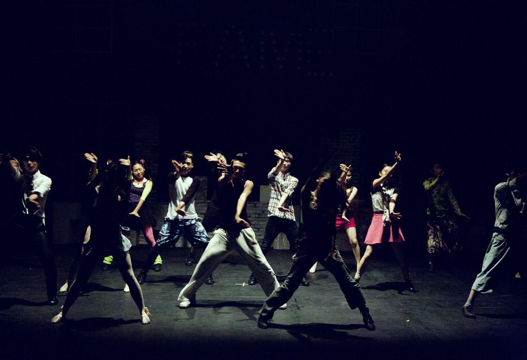 Ungdomar dansar