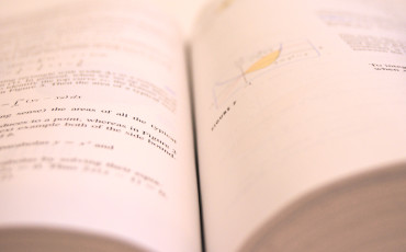 Bilden visar ett uppslag ur en matematikbok.