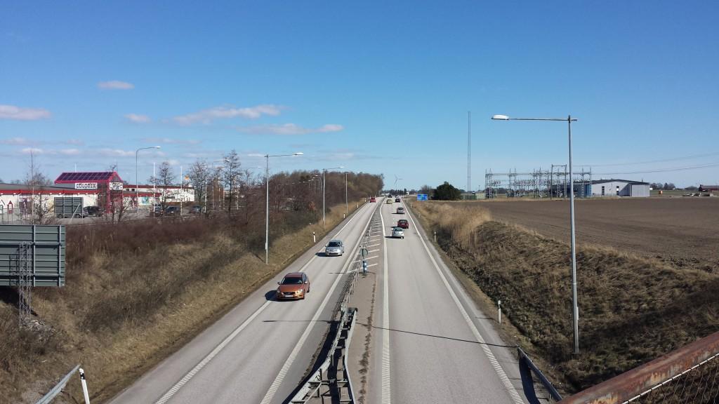 Tvåfilig motorväg.