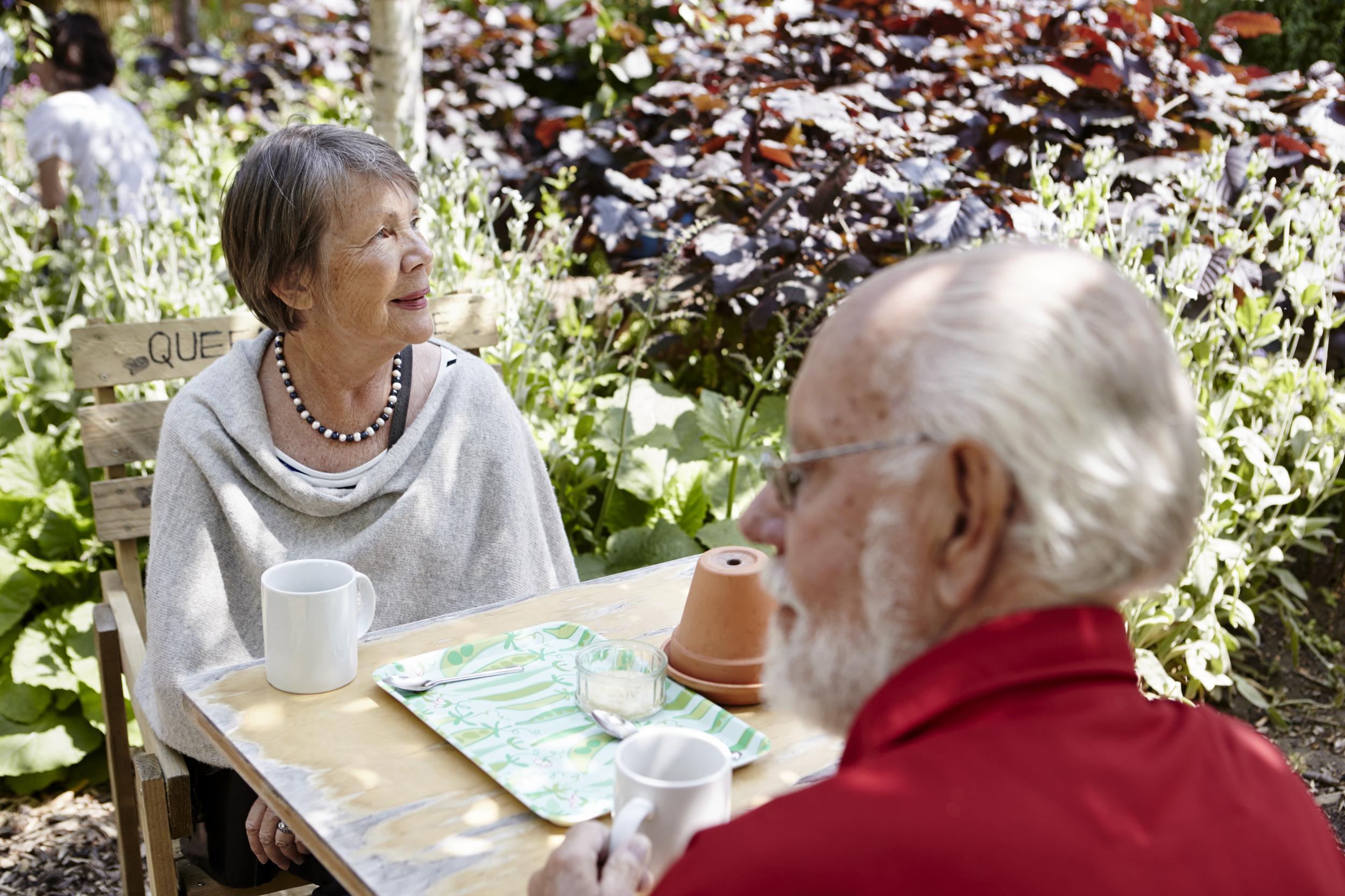 mötesplatser för äldre i vara