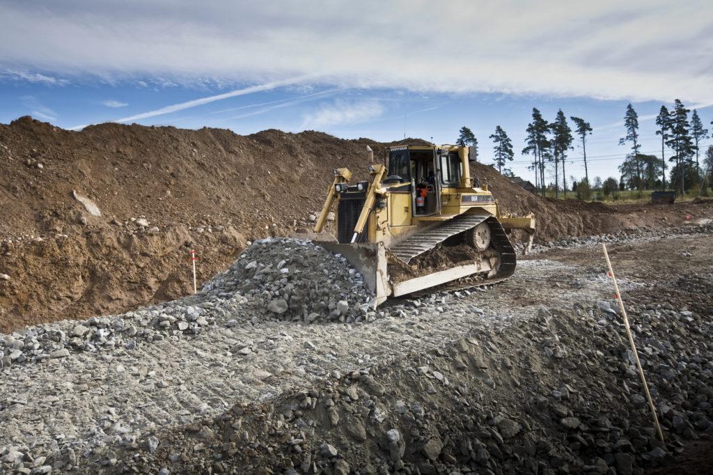 Bilden visar maskin som utför markarbete