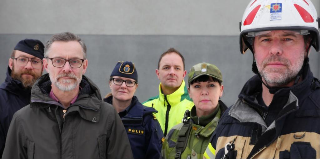 Bild på representanter för det civila och militära försvaret
