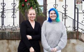 Två medarbetare inom omsorgen i Vara kommun.