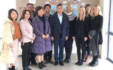 Representanter för det kommunala partnerskapet från Kina och Vara kommun. Fotografi
