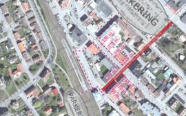Kartbild med markerade parkeringsplatser nära Drottninggatan i Vara.