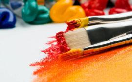 penslar med rödgul färg
