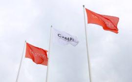 Tre flaggor med Campus Lidköpings logga.