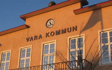 Bilden visar Kommunhuset i Vara