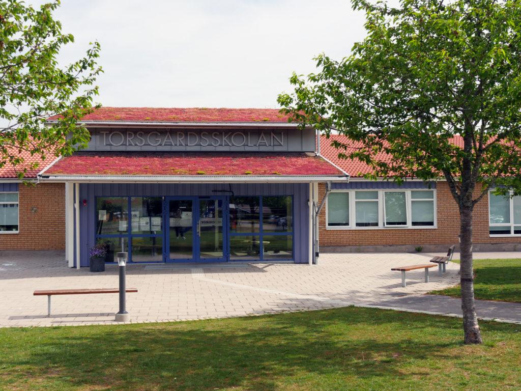 Bilden visar Torsgårdsskolan i Vara tätort.