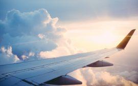 Bilden föreställer en flygplansvinge
